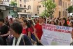 Studenti e cittadini, la folla per non dimenticare in corteo all'albero Falcone - Video