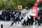 Proteste contro il Jobs act, la Francia vieta manifestazione