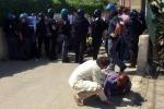 Demolizioni a Licata, pugni a un poliziotto: cinque arresti