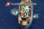 Mille migranti in arrivo in Sicilia, nuovi salvataggi nel Mediterraneo - Video