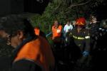 Milano, lancia due figlie dalla finestra: salvate dai vigili del fuoco