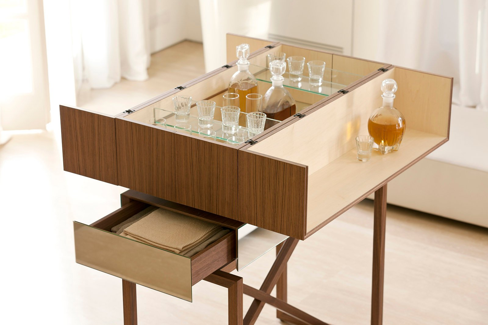 Angolo Bar Arredamento elegante e con un fascino vintage, il mobile bar sbarca in