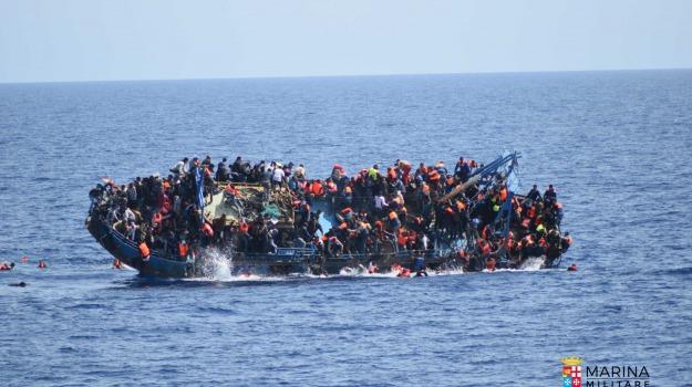 barcone, migranti, naufragio, Sicilia, Migranti e orrori