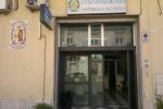 Crolla intonaco dal soffitto al commissariato di Caltagirone