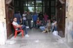Coinres, i lavoratori licenziati si incatenano a Palazzo d'Orleans - Video