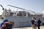 Sbarcati a Porto Empedocle i migranti salvati dal naufragio - Le foto