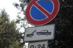 Ladro di segnali stradali inseguito e denunciato a Gela