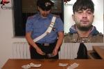 Dosi di hashish a due minori, tunisino arrestato a Vittoria