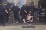 Marsiglia sotto assedio, hooligan scatenati: il video degli scontri con la polizia francese