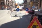 Collettore fognario, lavori tra le vie Roma e Cavour: strade chiuse e traffico in tilt - Video