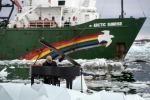 Einaudi suona per Greenpeace tra i ghiacci del Polo Nord: il video