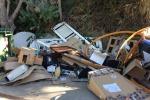 Persiane rotte, materassi e non solo: le foto della discarica in Contrada Serra a Lipari