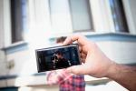 Smartphone batte tv, tra i giovani 5 ore di video visti a settimana