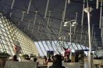 Bomba all'aeroporto di Shanghai, paura e feriti