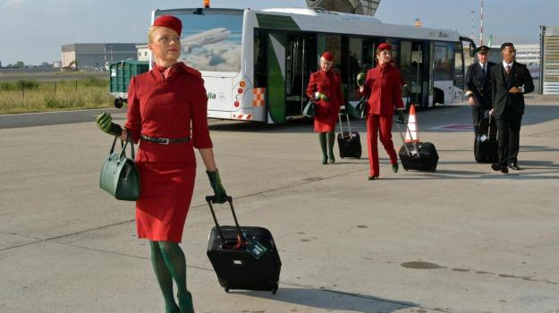 calze verdi Alitalia, nuova divisa Alitalia, Sicilia, Società