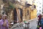 Centro storico di Gela, crolla un balcone: tre donne ferite