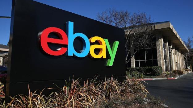 """Guerra dell'e-commerce, eBay denuncia Amazon: """"Ci ruba i venditori"""""""