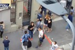 Esplosione in una palazzina a Milano, panico tra gli abitanti in fuga - Video