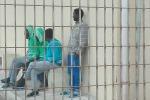 Hotspot, i disperati di Pozzallo: in 300 nella struttura con 5 bagni - Foto