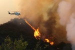 Incendio a Los Angeles, paura nella zona delle ville dei vip: 5 mila evacuati