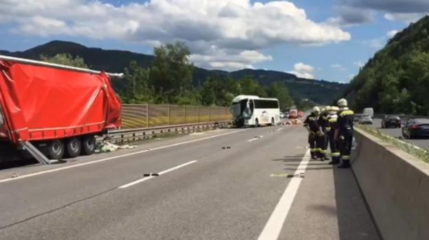 Austria, incidente stradale, Sicilia, Mondo