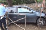 Incidente alla Favorita, auto si ribalta: grave 22enne - Video