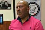 Fermato con una bomba a mano nel bauletto della moto, arrestato - Video