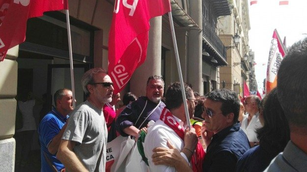 precari enti locali, Sicilia, Politica