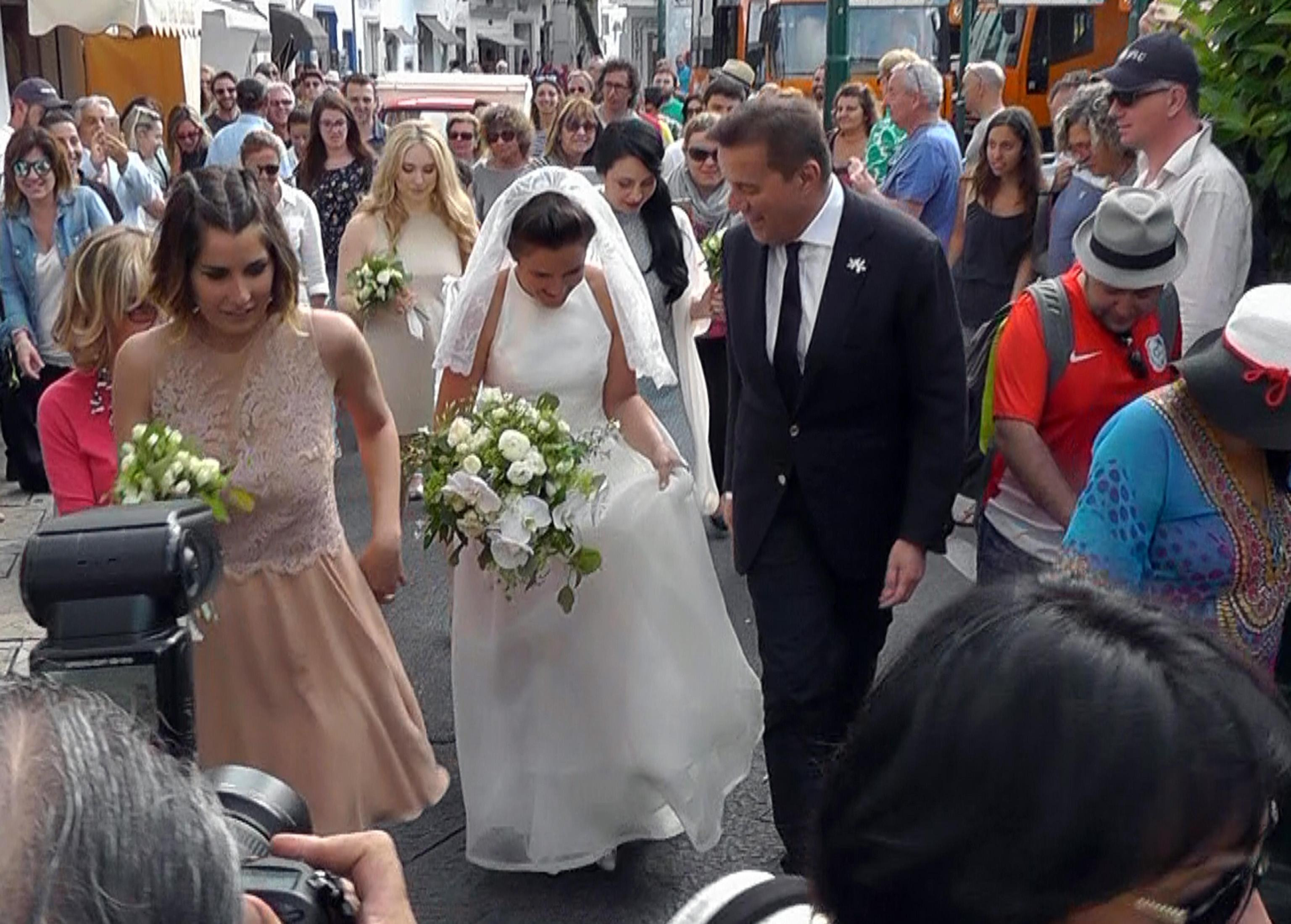 Matrimonio In Giugno : Matrimonio in piazzetta a capri per la figlia di christian