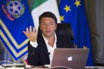 Renzi risponde sui social: con riforma del Senato tagliati 100 milioni l'anno. Se perdo, vado a casa