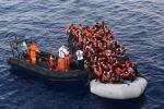 Strage di donne nel Canale di Sicilia: 21 morte. Salvati 1000 migranti, in 200 verso Trapani