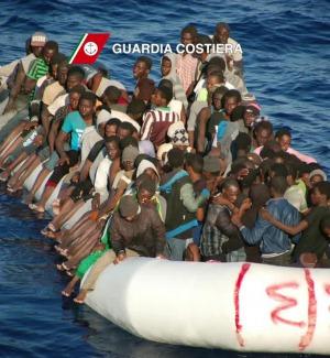 Barcone soccorso al largo di Lampedusa, tre cadaveri a bordo