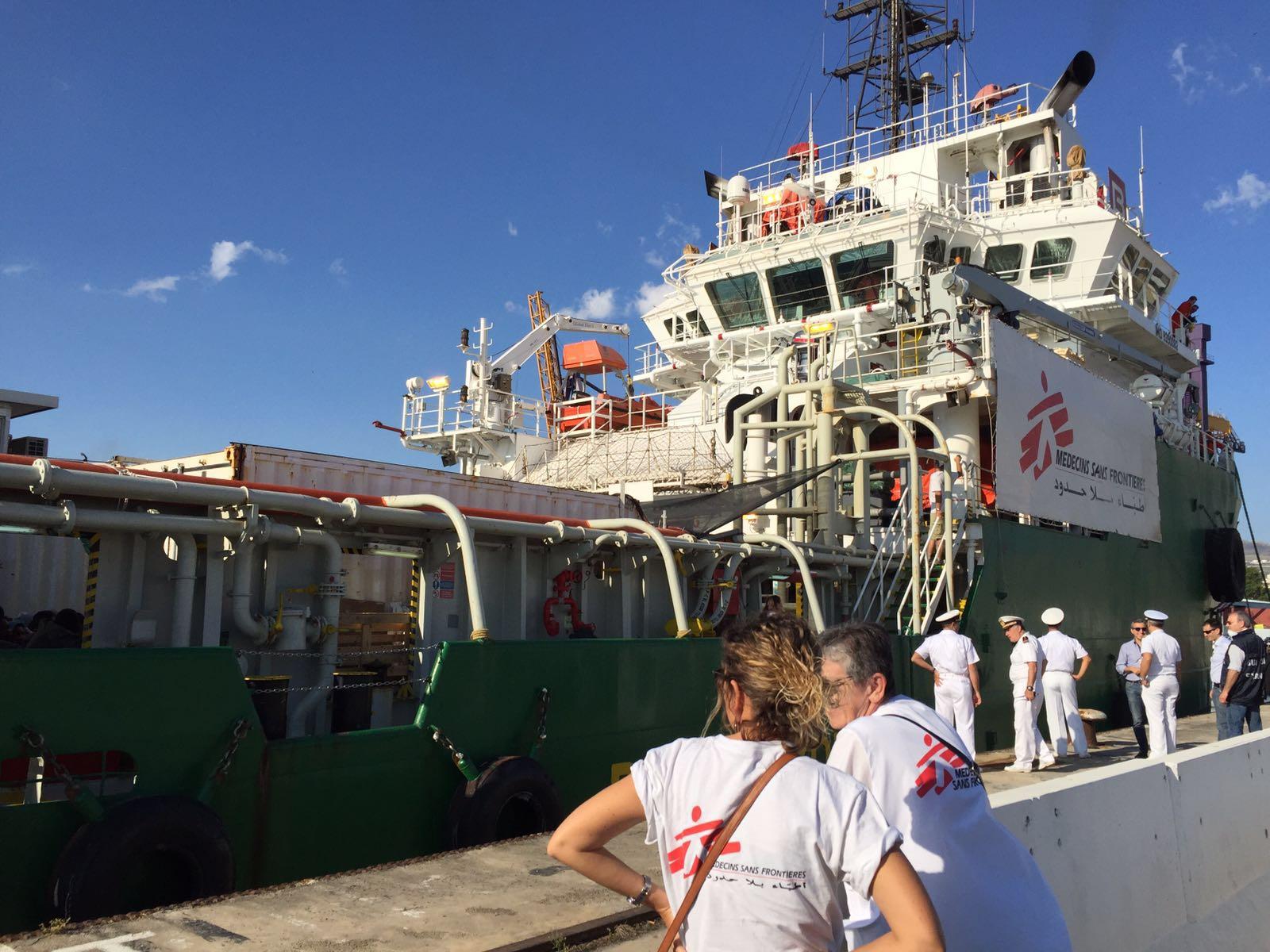 A palermo arrivata una nave di medici senza frontiere con seicento
