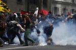 Parigi sotto assedio per le proteste contro il Jobs act: 40 feriti e 58 fermi