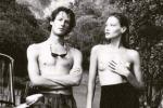 Scatto a seno nudo: così Carla Bruni inaugura il suo nuovo profilo Instagram - Foto