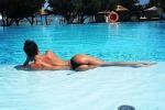 Claudia Galanti, dopo le critiche selfie hot a bordo piscina