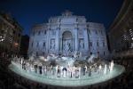 Sfilata a Fontana di Trevi: Fendi festeggia così i 90 anni di moda