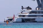 Torna in Sicilia il mega yacht del magnate russo del gas: dopo Mondello tappa alle Eolie