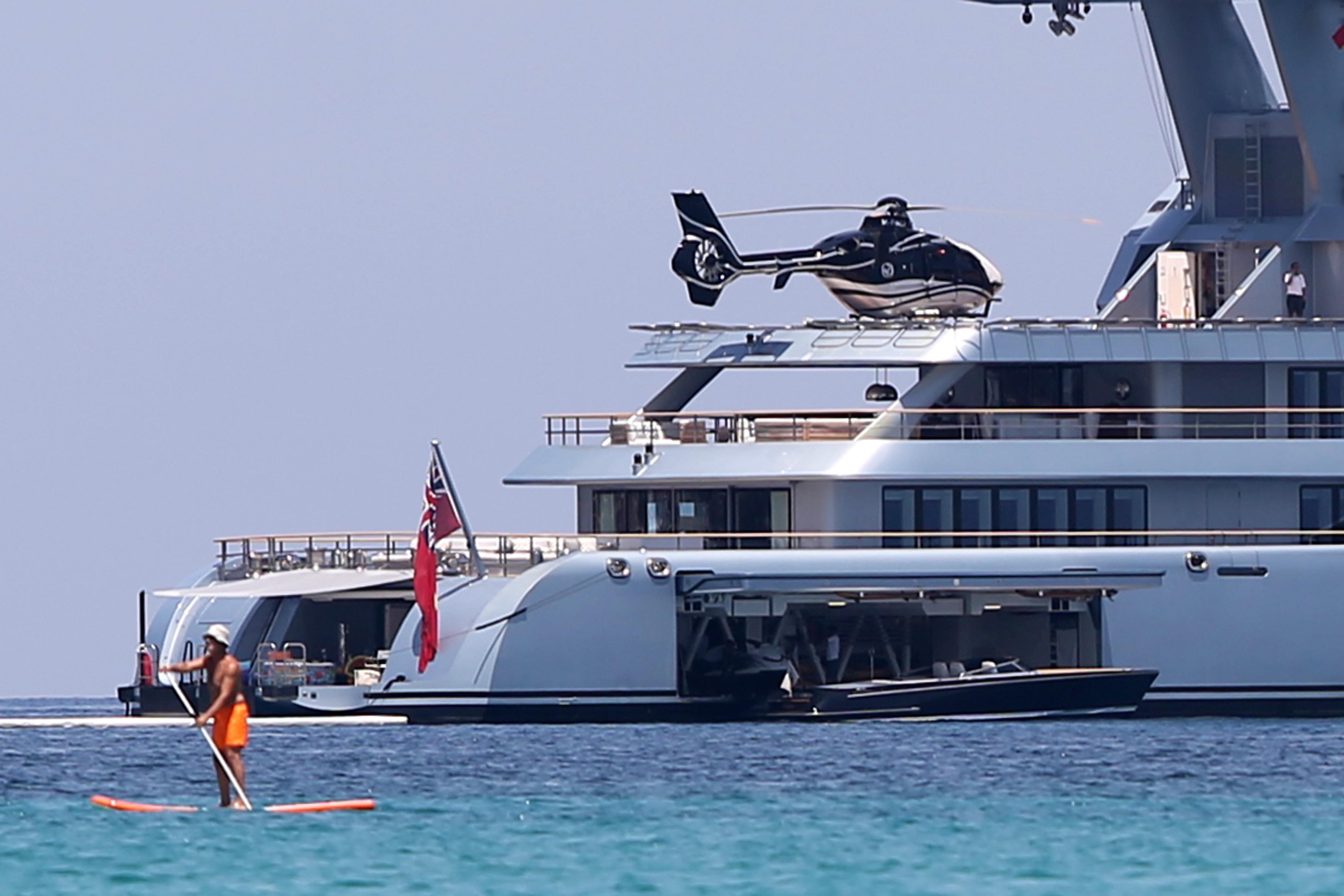 Yacht Con Elicottero Prezzo : Torna in sicilia il mega yacht del magnate russo gas