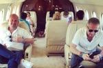 Bonolis sul jet privato, la moglie replica al web: siate meno frustrati