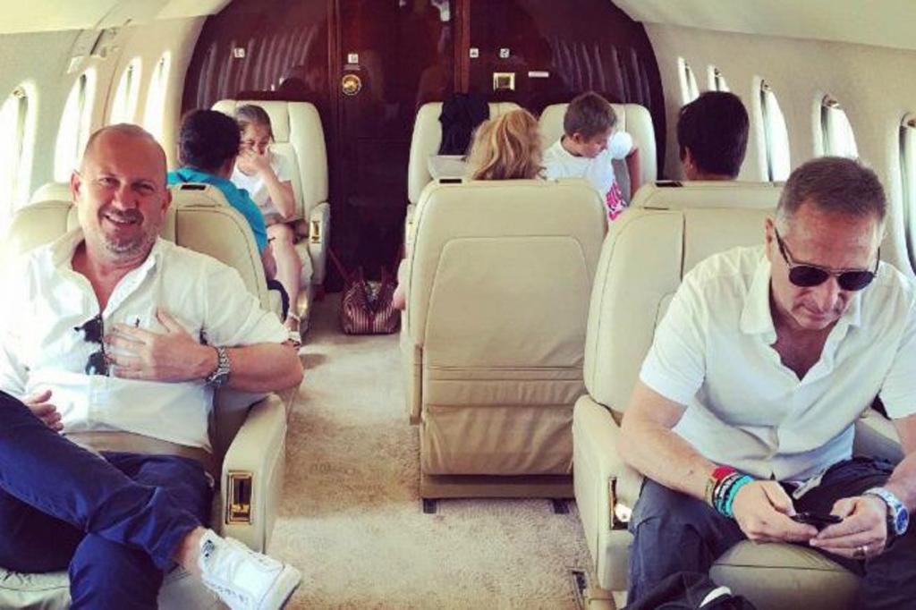 Jet Privato Roma Londra : Bonolis sul jet privato la moglie replica al web siate