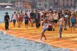 Cifre da record per la passerella di Christo: si chiude con oltre un milione e 300 mila visitatori - Foto