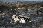Eternit, pneumatici abbandonati e dati alle fiamme: le foto del degrado a Noto