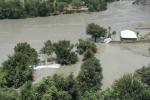 """Pakistan, alluvione """"spazza via"""" un bus uccidendo 15 passeggeri"""