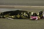 Una delle foto simbolo dell'attacco a Nizza