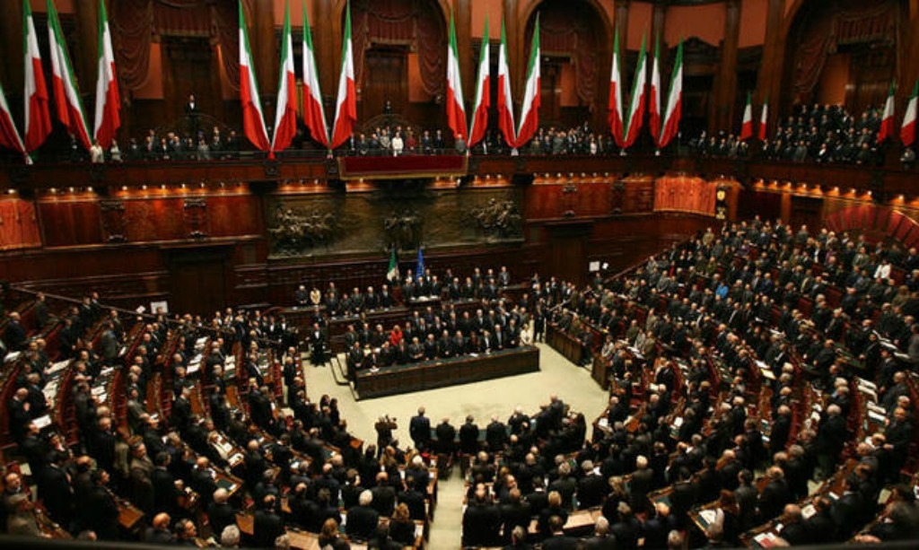 Referendum 35 ex parlamentari di forza italia voteranno for Presenze camera deputati