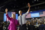 """Obama passa il testimone a Hillary: """"Scegliete lei come presidente"""""""