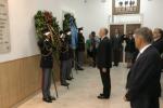 Via D'Amelio, il capo polizia depone una corona di fiori alla caserma Lungaro