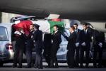 Dacca, l'autopsia sui corpi dei 9 italiani Segni di torture, morte lenta e atroce