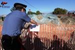 Plastica bruciata e rifiuti speciali, sequestrata discarica abusiva ad Acate - Foto